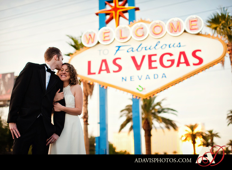 SarahBethChris LasVegas Wedding Portraits Dallas Wedding Photographer Allison Davis Photography 211 Sarah Beth + Chris: Bride & Groom Portraits in Las Vegas