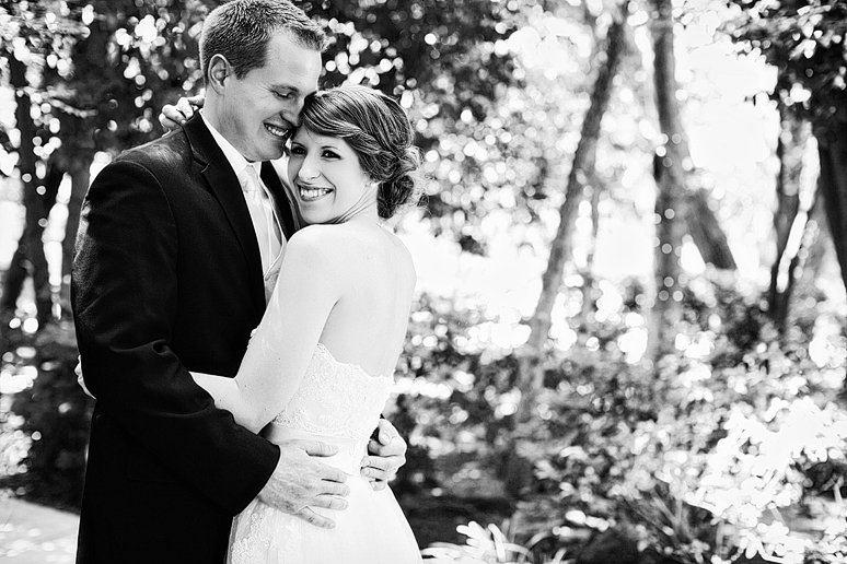 Sanford House wedding photographs of bride and groom by Dallas wedding photographer Allison Davis Photography
