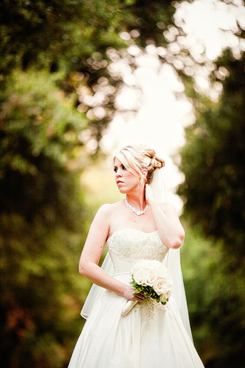 bridal portraits at SMU by Dallas wedding photographer Allison Davis Photography