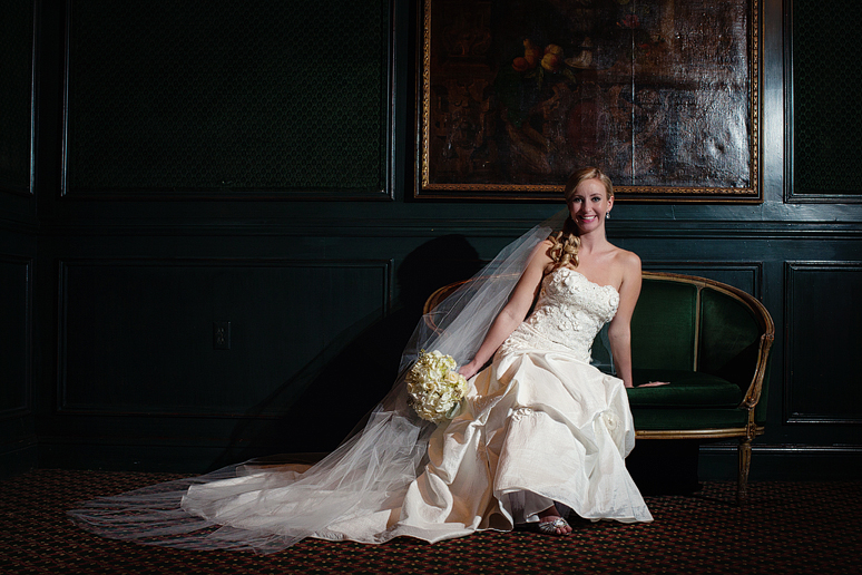 classic bridal portraits at the Fort Worth Club