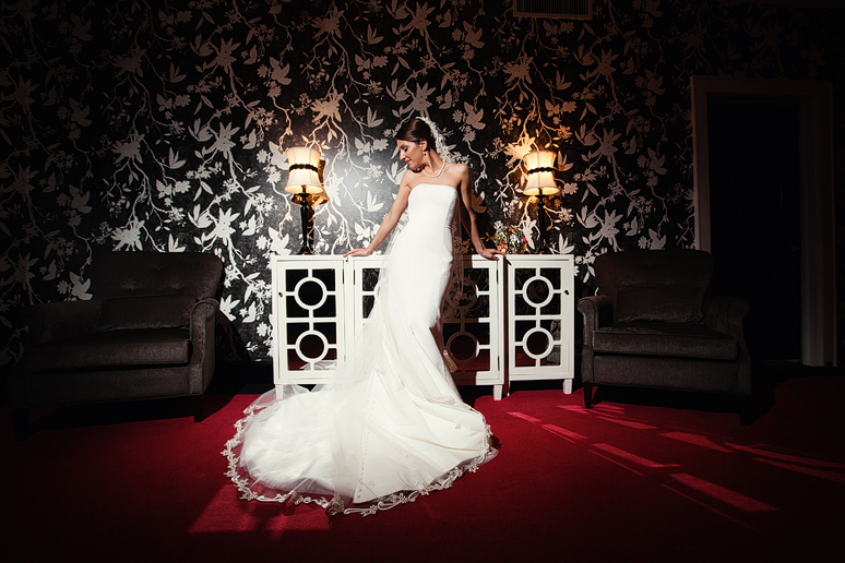 Modern bridal portraits in Dallas at the Stoneleigh hotel by Allison Davis Photography