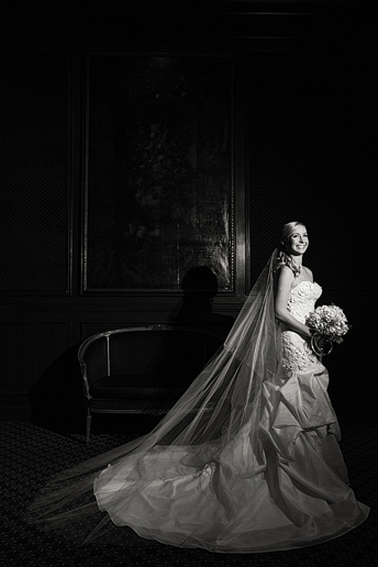 bridal portraits at the Fort Worth Club