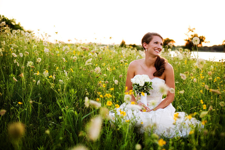 White Rock Lake bridal portraits by Dallas wedding photographer Allison Davis Photography
