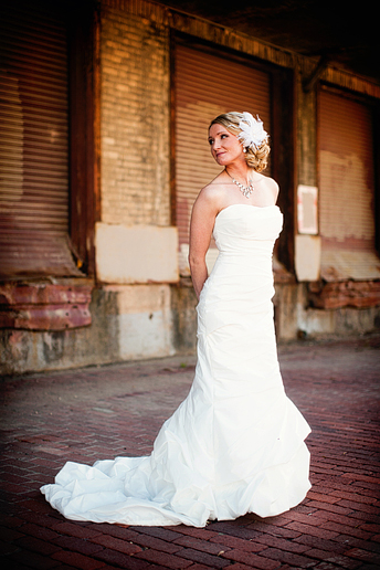 elegant bridal portrait in downtown fort worth by Allison Davis Photography