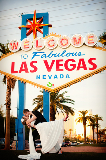 bride and groom portraits at the famous Welcome to Las Vegas Sign by Dallas wedding photography Allison Davis Photography