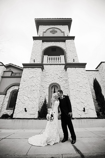 wedding photographs at the Piazza in colleyville by north texas wedding photography Allison Davis Photography