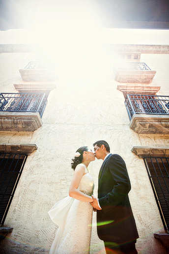 wedding photographs at the las colinas canals by Dallas wedding photographer Allison Davis Photography