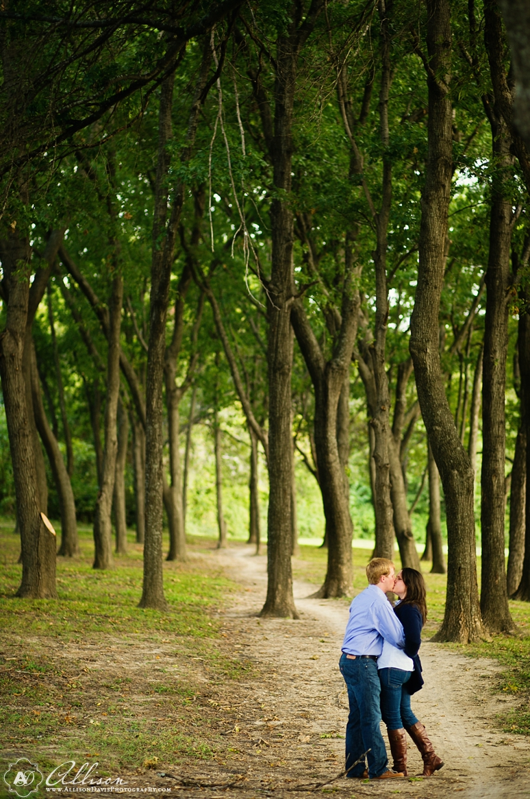 Chelsea David SMU White Rock Lake Engagement Portraits byAllisonDavisPhotography 015 <span>Chelsea & David:</span><br/>Engagement Portraits at White Rock Lake & SMU<br/>{Dallas Engagement Portrait Photographer}