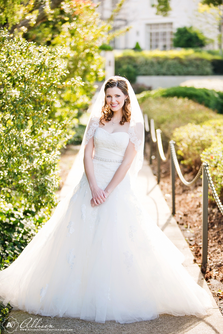 Amanda Dallas Bridal Portraits at Lakeside Park byAllisonDavisPhotography 001 <span>Amanda:</span><br/>Bridal Portraits at Lakeside Park & Versailles Park