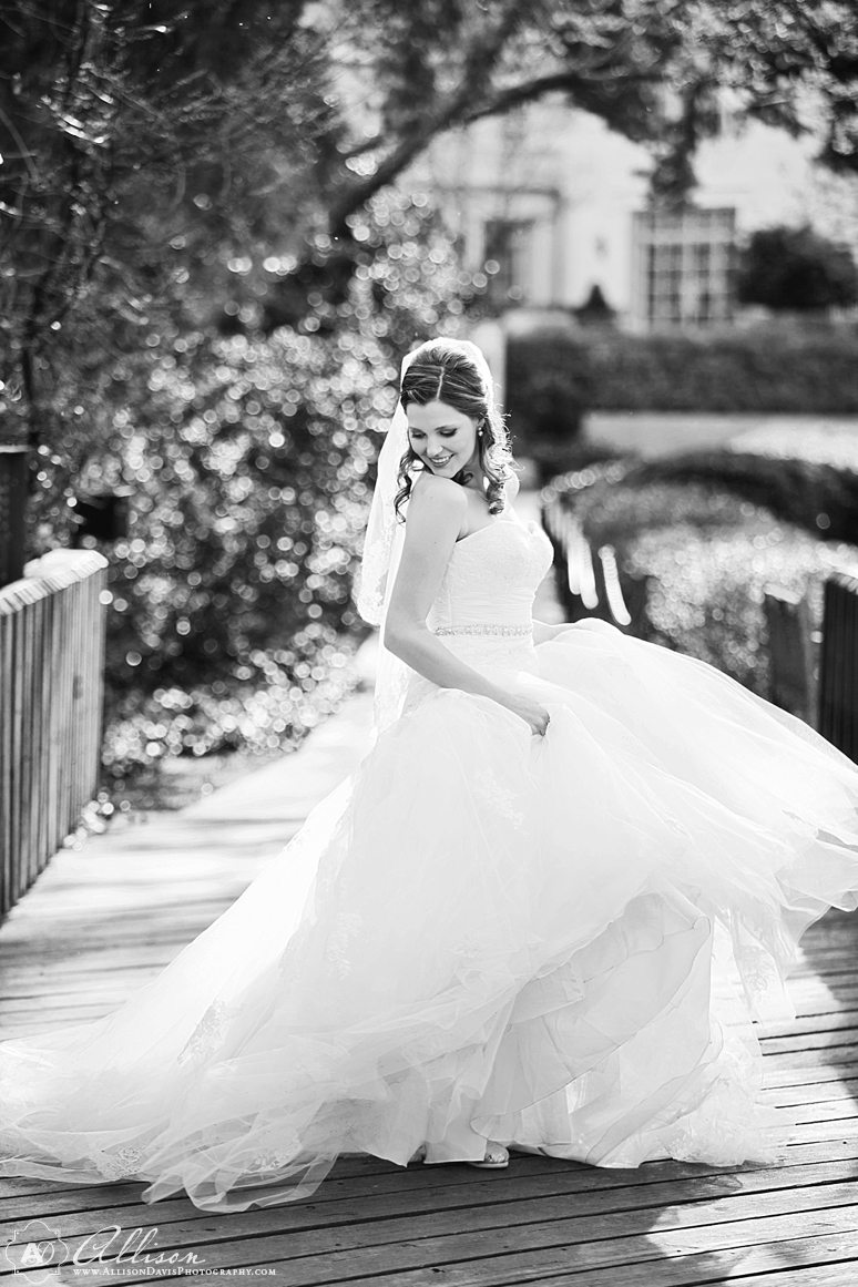 Amanda Dallas Bridal Portraits at Lakeside Park byAllisonDavisPhotography 004 <span>Amanda:</span><br/>Bridal Portraits at Lakeside Park & Versailles Park