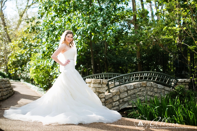 Amanda Dallas Bridal Portraits at Lakeside Park byAllisonDavisPhotography 011 <span>Amanda:</span><br/>Bridal Portraits at Lakeside Park & Versailles Park