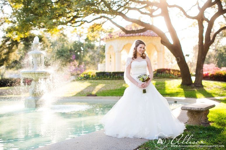Amanda Dallas Bridal Portraits at Lakeside Park byAllisonDavisPhotography 014 <span>Amanda:</span><br/>Bridal Portraits at Lakeside Park & Versailles Park