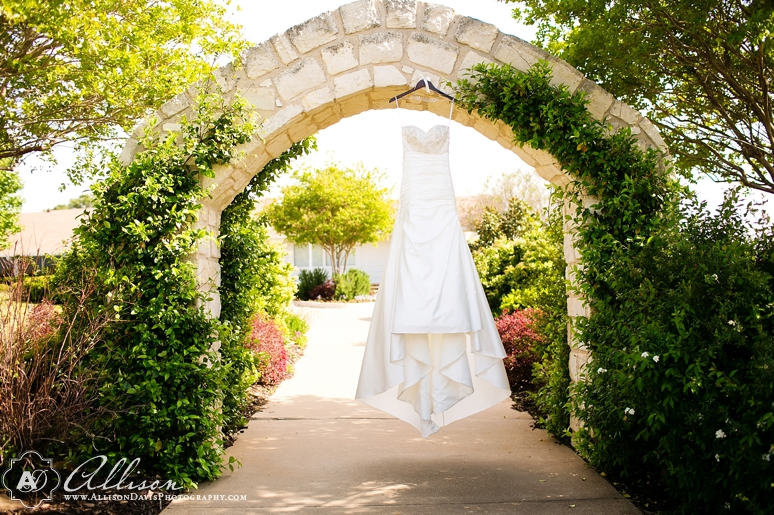 Haley Austin Outdoor Wedding at Paradise Cove Lake Grapevine byAllisonDavisPhotography 003 <span>Haley & Austin:</span><br/>Wedding at Paradise Cove at Lake Grapevine