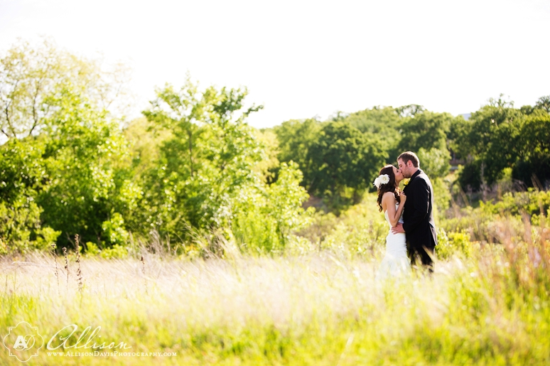 Haley Austin Outdoor Wedding at Paradise Cove Lake Grapevine byAllisonDavisPhotography 017 <span>Haley & Austin:</span><br/>Wedding at Paradise Cove at Lake Grapevine