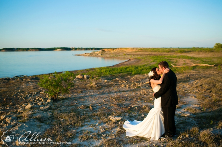 Haley Austin Outdoor Wedding at Paradise Cove Lake Grapevine byAllisonDavisPhotography 030 <span>Haley & Austin:</span><br/>Wedding at Paradise Cove at Lake Grapevine