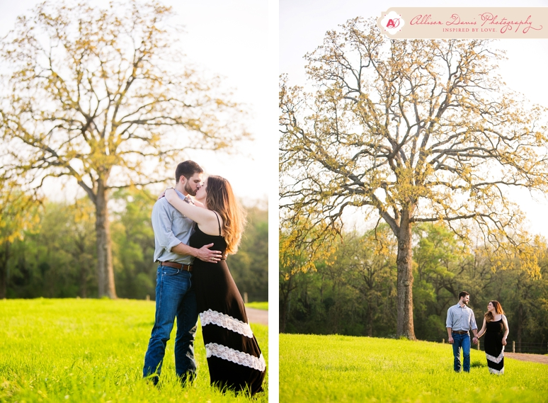 <span>Lindsey &#038; Brandon</span><br/>Romantic Texas Country Engagement Portraits in Mount Pleasant