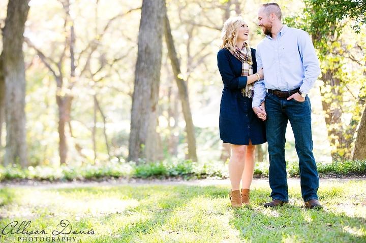 Victoria&Blake_Dallas_Engagement_Portraits_AllisonDavisPhotography_003